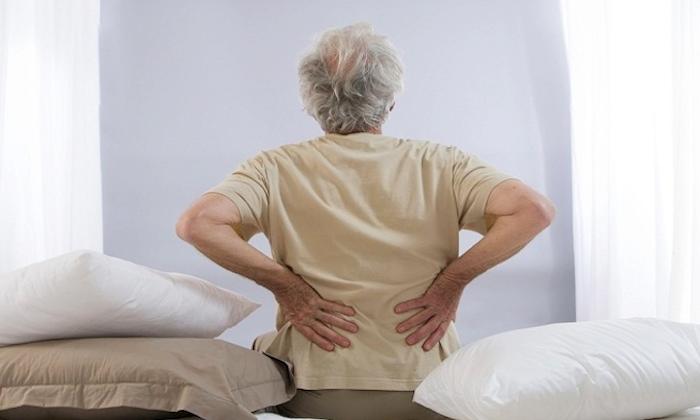 背中 痛み1
