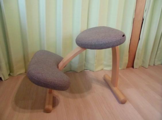 腰痛ストレッチ 椅子1